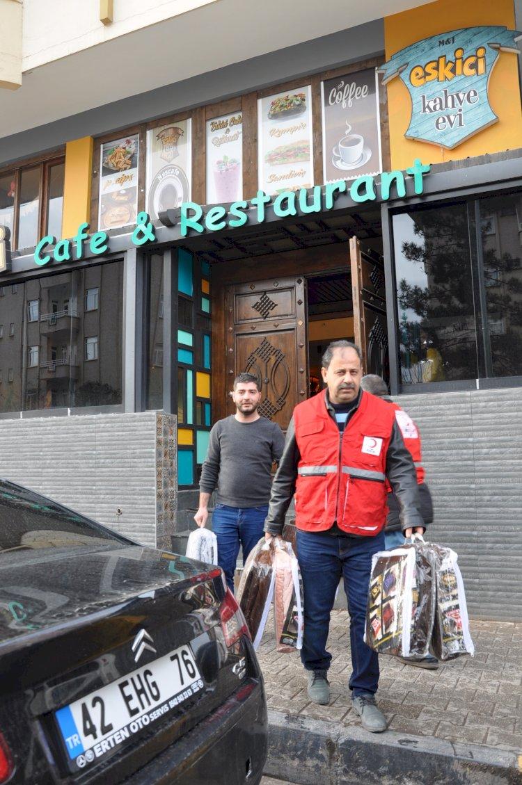 Eskici Cafe'den depremzedeler için yardım