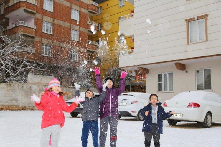 Nizipte, kar yağışı