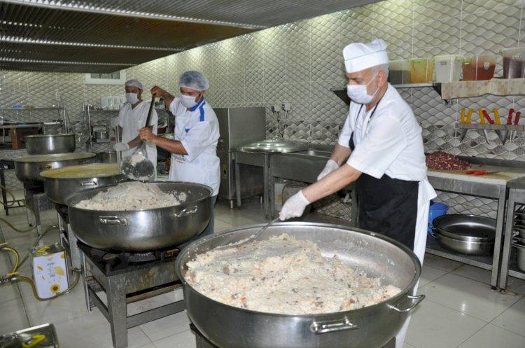 Hacı Fatma-Mehmet Cankesen Külliyesi aşevinde günde 3000 Kişiye Yemek Dağıtılıyor