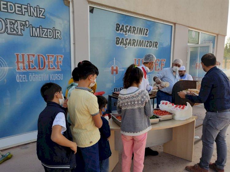 Nizip'te Hedef Kurs Merkezi Öğrencilere Mangal Partisi Verdi